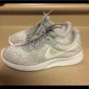 PreOwned Nike Tanjun Print Women's 8.5 Wolf Grey